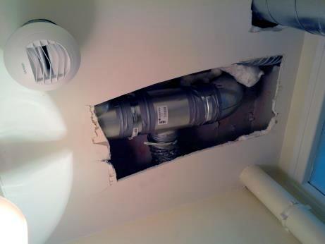encastrement-collecteur-et-gaine-dans-faux-plafond-wc-étage