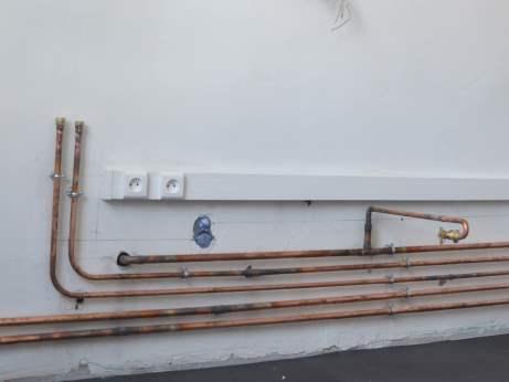 tuyaux-cuivre-alimentation-évier-et-crosse-gaz-alimentation-plaque-gaz
